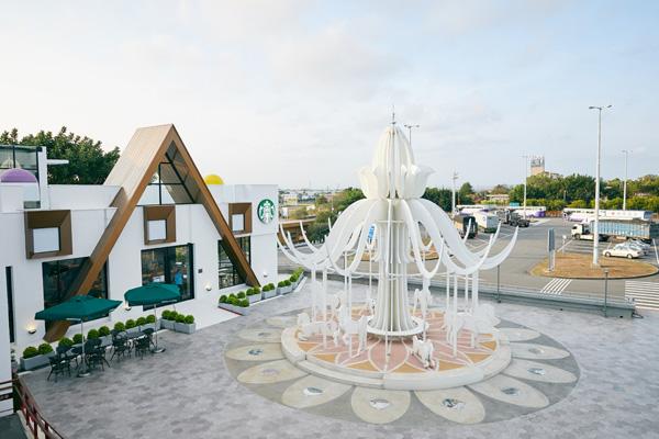 打卡聖地又多一處!星巴克首座夢幻積木城堡「泰安南門市」盛大開幕!
